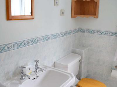 The Moorings ensuite bathroom